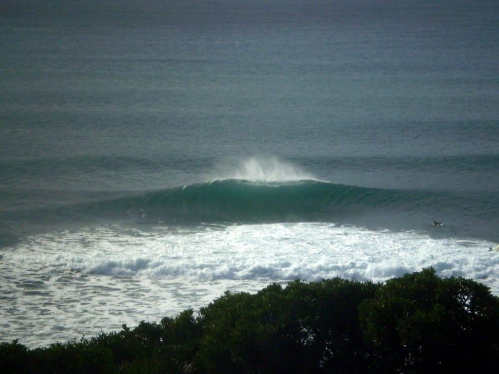 breaking wave with offshore wind